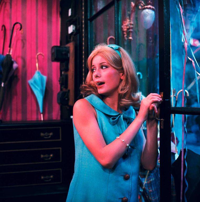 Les parapluies de Cherbourg (1964) - Catherine Deneuve als Geneviève Emery. Beeld RV