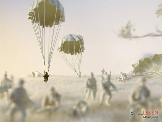 De maquette in Eerde, met Carman Ladner als parachutist.