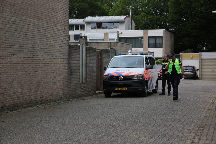 Politie schiet op verwarde man in Halsteren.