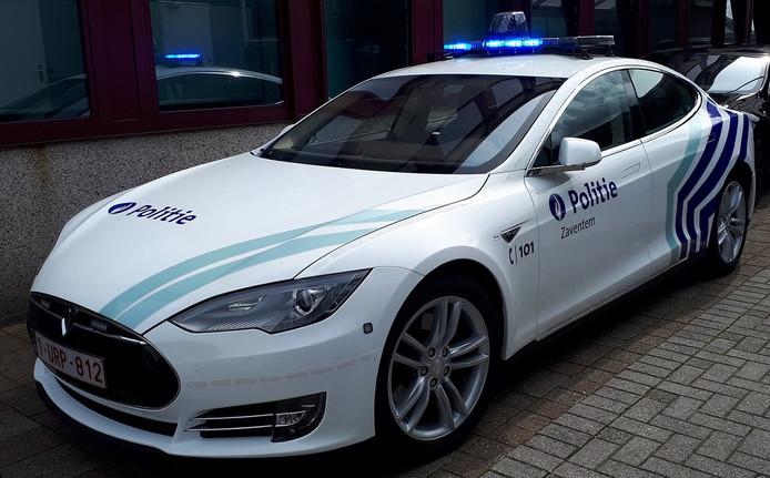 De nieuwe politiewagens van het type Tesla Model S.