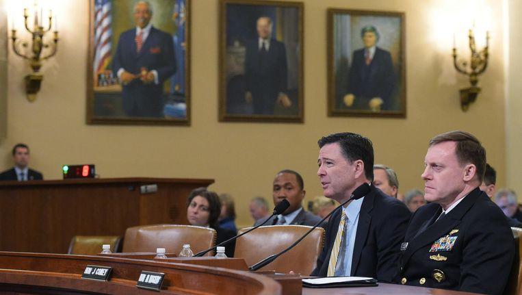 FBI-directeur James Comey en NSA-baas Mike Rogers getuigen voor de inlichtingencommissie van het Huis van Afgevaardigden. Beeld afp