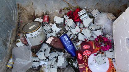 Rottend vlees in container voor verwelkte bloemen