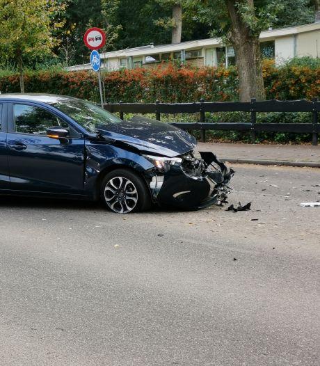 Auto's botsen tegen elkaar in Bennekom