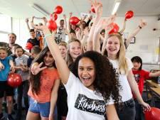 School in Olst in feeststemming: 'We juichen voor Yosina, of ze wint of niet'