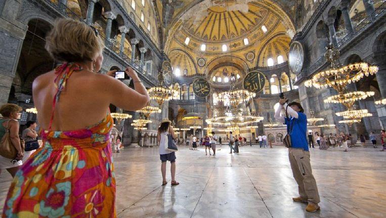 De Aya Sofia in Istanbul. Het toch al sterk afgenomen toerisme naar Turkije zal verder gaan dalen. Beeld HH