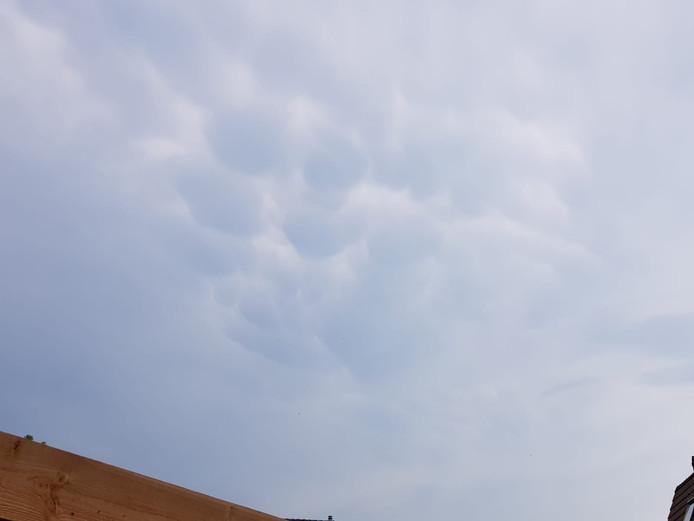 Mamatuswolken boven Harderwijk.