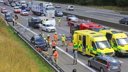 Zwaar verkeersongeval op E40 Affligem: dode en twee zwaargewonden nadat chauffeur inrijdt op file