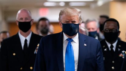 Trump draagt voor het eerst mondmasker in het openbaar