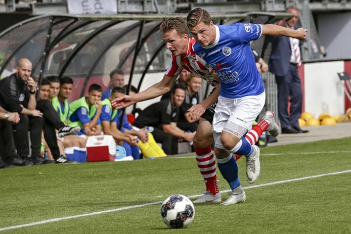 Jordy van der Winden in duel met Janne Saksela in de door FC Den Bosch verloren uitwedstrijd tegen Sparta (2-0) van afgelopen seizoen.