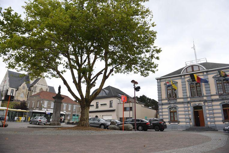 Gemeenteplein met gemeentehuis Huldenberg.