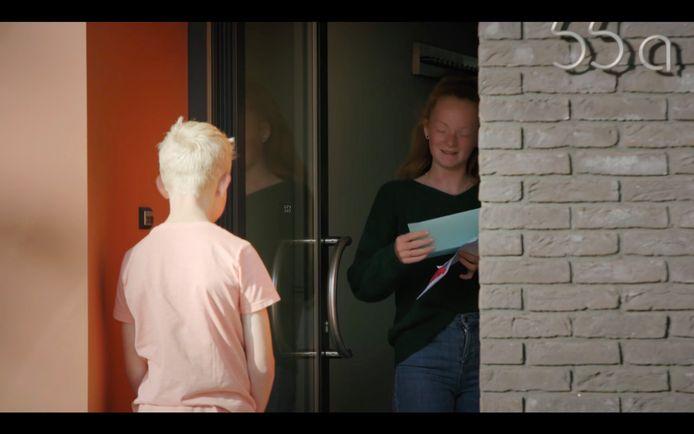 Seppe gaat zijn brief afgeven