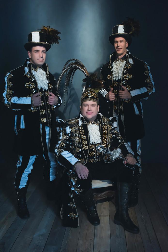 Prins Ruud d'n Urste met adjudanten (links Bart Vos, rechts Ruud Sparidaens)