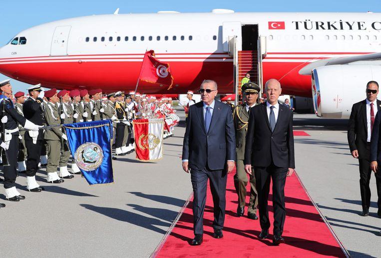 De Turkse president Recep Tayyip Erdogan en de Tunesische president Kais Saied.