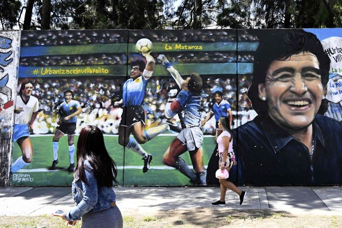 Straatartiest 'Uasen' beeldde ook Maradona's goal met de 'Hand van God' af.