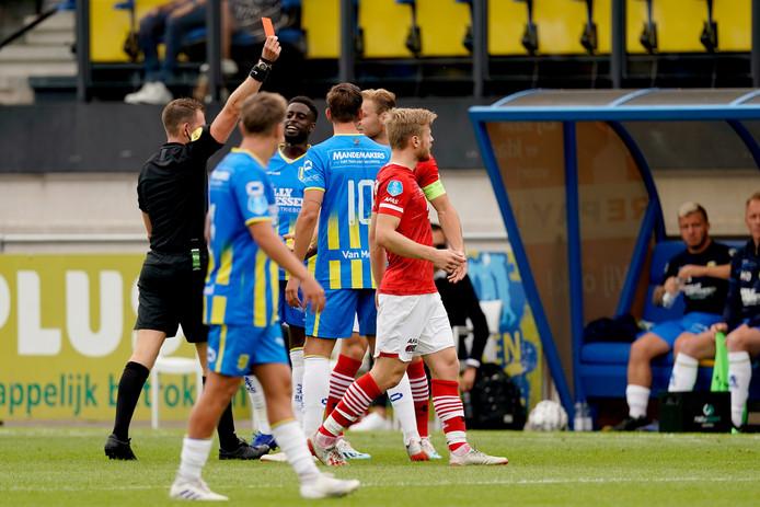Allard Lindhout floot vorige week RKC, zondag is hij de scheidsrechter bij Fortuna Sittard - Willem II