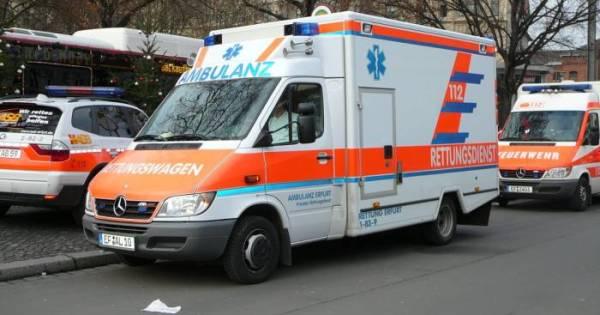 Motorrijder ernstig gewond na aanrijding met auto.