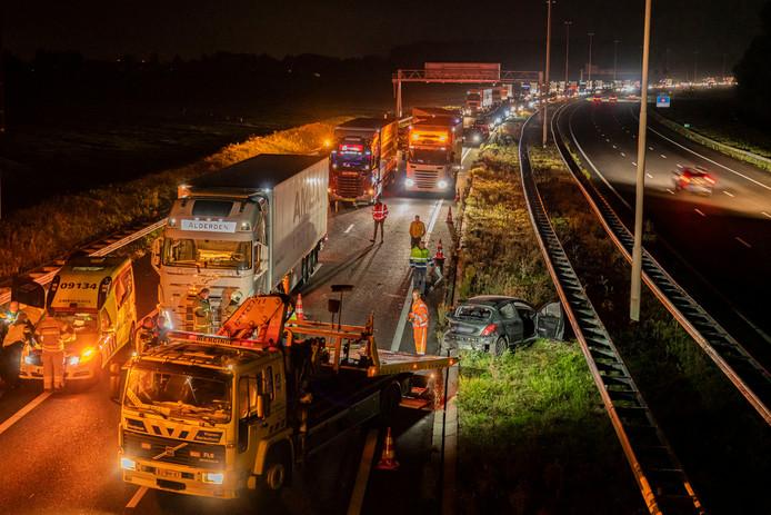 Ongeluk op A27 Vianen richting Utrecht, met een lange file tot gevolg.