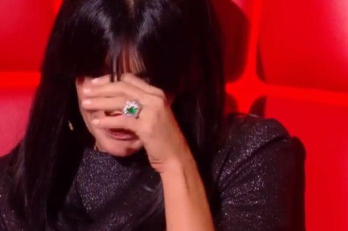 Jenifer n'a pas pu retenir ses larmes.