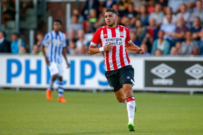 Maxi Romero in actie tegen FC Eindhoven.