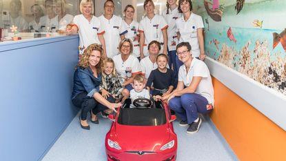 Met mini-Tesla door ziekenhuisgangen