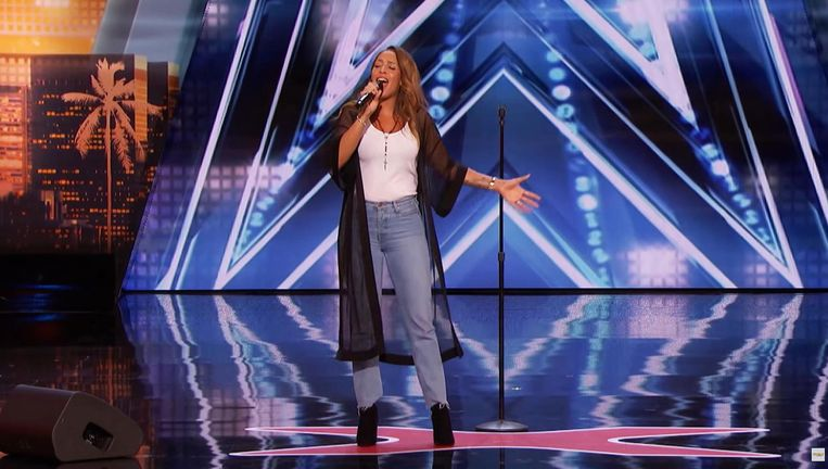Glennis Grace zong voor de jury van America's Got Talent het nummer Run To You van Whitney Houston. Beeld
