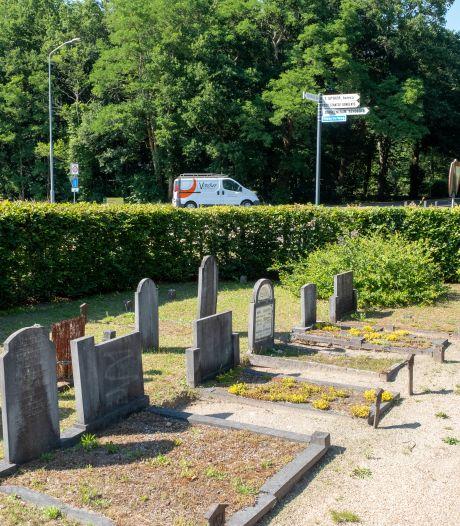 Wroetende dassen krijgen geen kans meer op begraafplaats Wapenveld