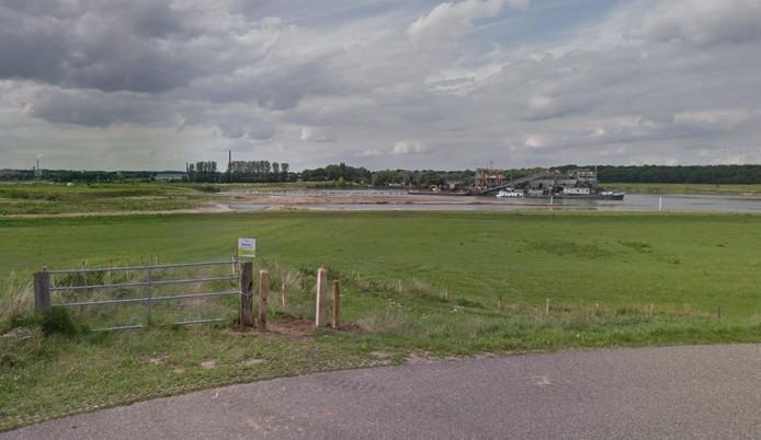 De recreatieplas in de zandafgraving in de Plas van Van Wijck. Het deel linksachter is inmiddels afgegraven en onderdeel van de plas geworden.