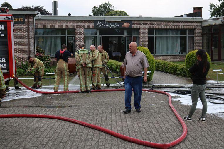 Zaakvoerder Patrick Poelman kwam meteen ter plaatse nadat er brand was uitgebroken in zijn brasserie.