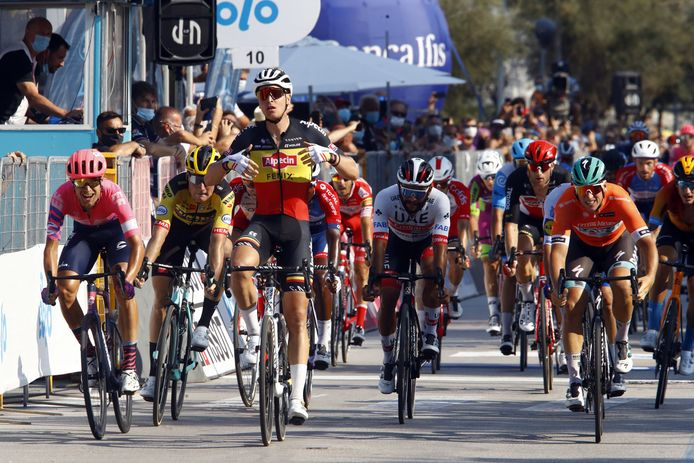 Belgisch kampioen Tim Merlier boekte in de Tirreno Adriatico zijn eerste zege in de World Tour.