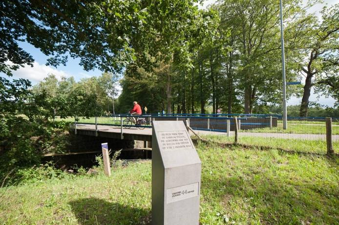De Oldenallerbrug waar de aanslag op een Duitse officersauto is gepleegd.