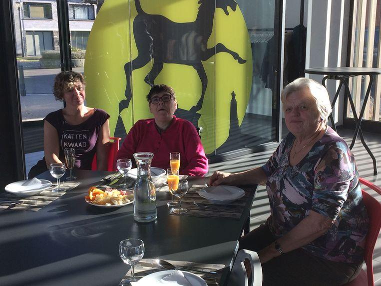 De eerste gasten in het nieuwe dorpsrestaurant van Bassevelde.