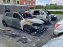 Bij een brand aan de Staatssecretarislaan in Zwolle raakten in de nacht van maandag op dinsdag vijf auto's beschadigd. De brand ontstond in een Volkswagen Golf. De politie vermoedt opzet.