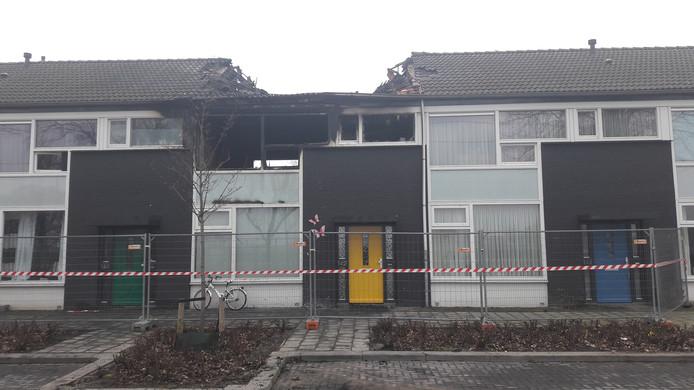 De schade aan de uitgebrande woning aan de Sibeliusstraat in Tilburg is groot.
