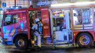 Uitslaande brand in leegstaand gebouw, voertuig hindert opnieuw weg brandweerwagens