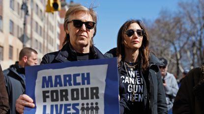 """""""Eén van mijn beste vrienden werd vlakbij doodgeschoten"""": Paul McCartney brengt hulde aan John Lennon tijdens March for Our Lives tegen wapengeweld"""