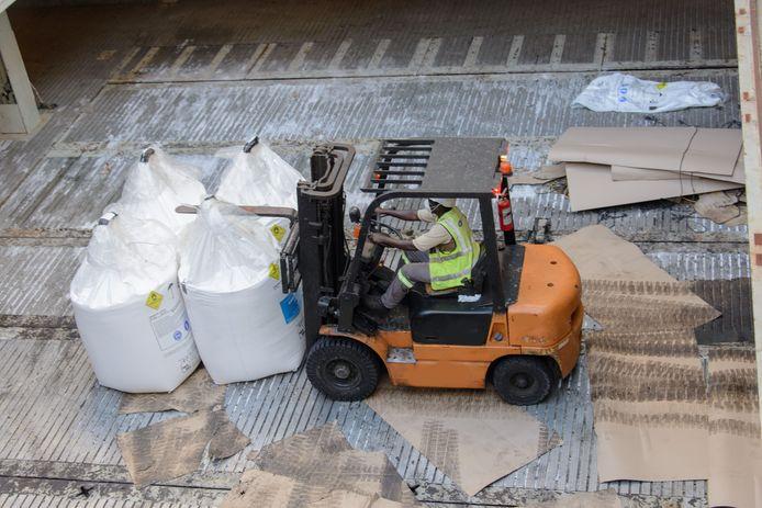 Zakken ammoniumnitraat in een fabriek. Foto ter illustratie.