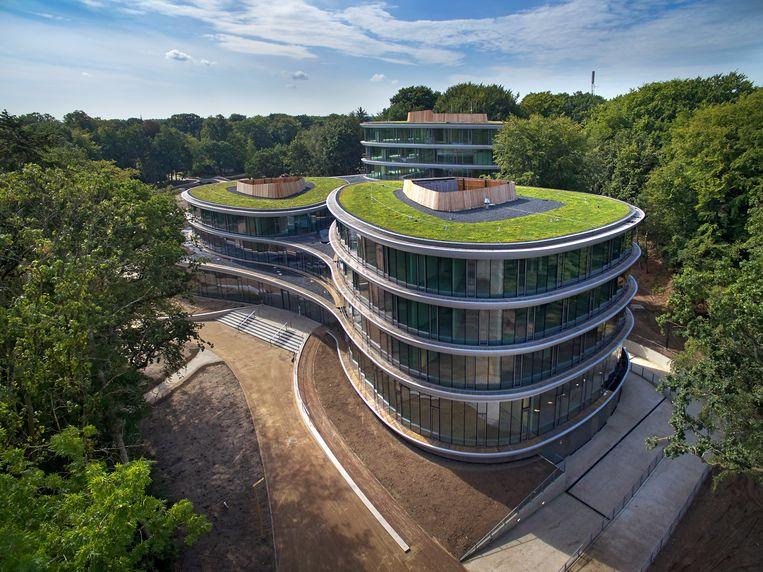 Het 'CO2-positieve' gebouw het eerste grootschalige bouwwerk met een volledig houten draagconstructie. Beeld Bert Rietberg / J.P. van Eesteren