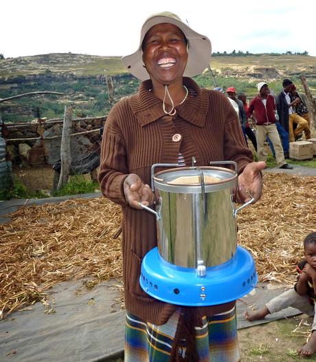 27-jarige Judith laat Afrikanen veilig koken