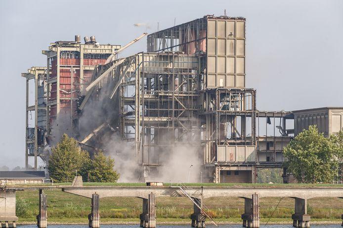 Eind augustus werd ook al een deel van de roemruchte IJsselcentrale neergehaald.