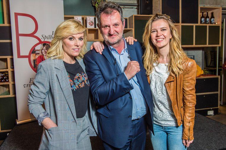 De VTM-nieuwsdienst, met Cathérine Moerkerke, Patrick Van Gompel en Elke Pattyn, steunt collega Bo.