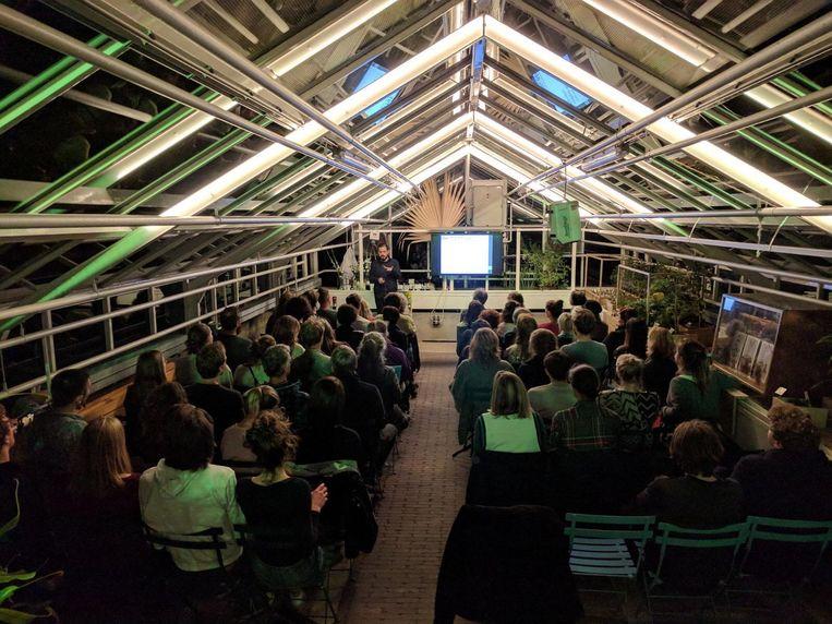 Biologen en ontwerpers slaan bij het Nachtcollege de handen ineen. Beeld Freek van Kessel