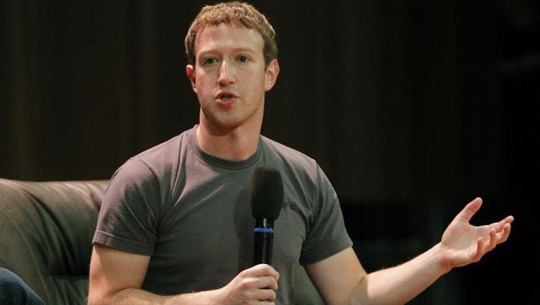 Mark Zuckerberg in zijn onafscheidelijke grijze t-shirt.