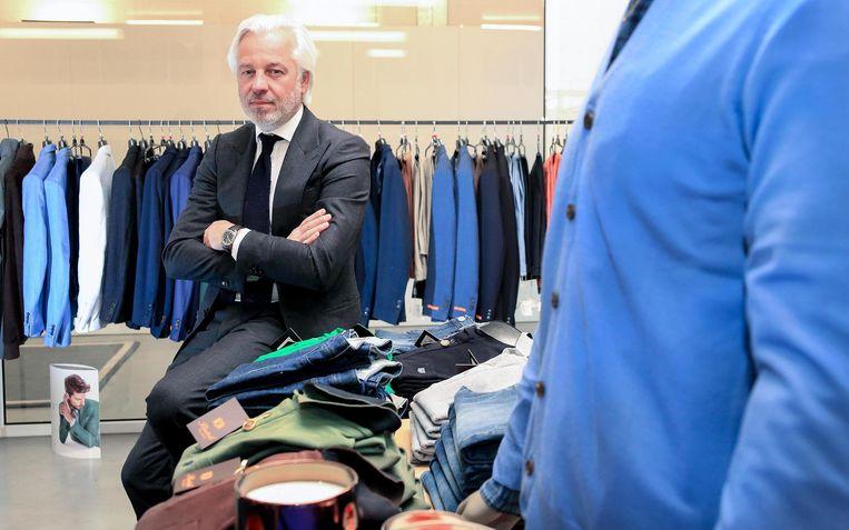 'Vliegende kleermaker' Dominique Vindevogel van Butch Tailors is maandag te zien 'Flying tailor' te zien in topservice in 'Topservice' op Eén.