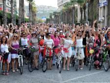 Bont uitgedoste vrouwen stappen zondag op de fiets en 'claimen de stad terug'