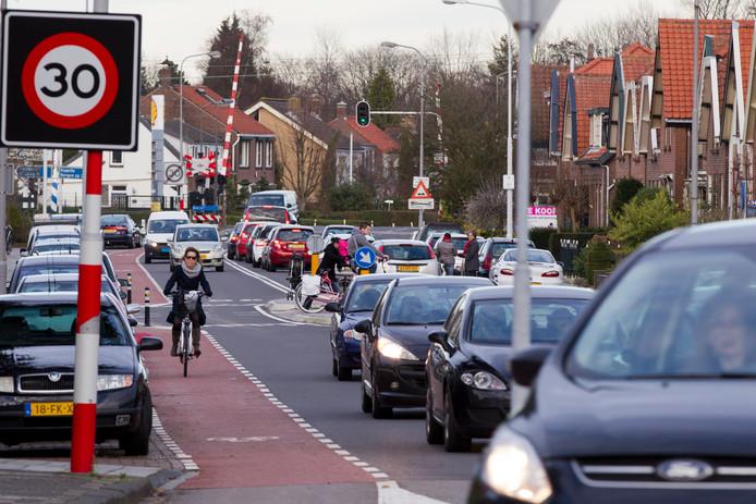 Fietsers moeten nu door de drukke Buys Ballotstraat fietsen.