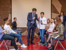 Oud-premier Balkenende terug op oude school in Goes: 'Ook wij wisten wat feesten was, hoor!'