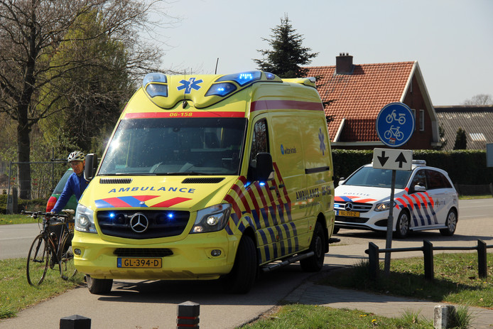 Bij het ongeval bij de kruising van de Waterleidingdijk en de Haaksbergseweg is een vrouw gewond geraakt en per ambulance naar het ziekenhuis vervoerd.