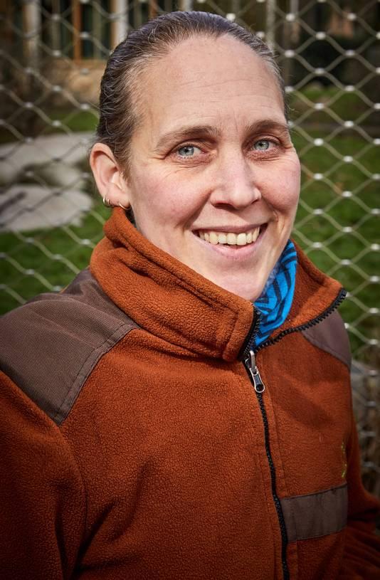 Linda Paul, verzorgster van de leeuwen in diergaarde Blijdorp.