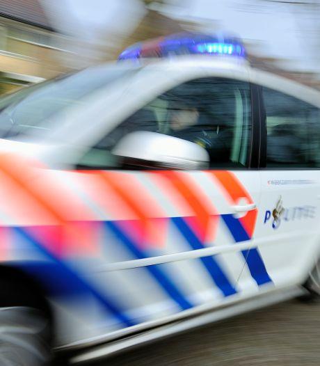 'Roekeloze automobilist' raast door woonwijk, politie achtervolgt hem met zwaailicht en sirene