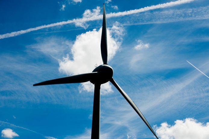 De bouw van windmolens in de regio Rotterdam moet worden versneld, vindt wethouder Arno Bonte. Hij wil dat er over 5 jaar 100 turbines staan in de stad.